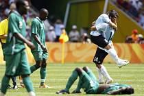Fotbalisté Argentiny obhájili zlato z Atén, nigerijská reprezentace nenavázala na triumf z Atlanty.
