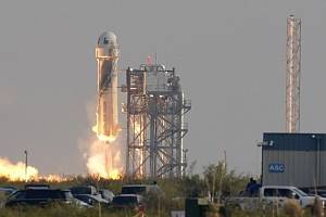 Start rakety New Shepard společnosti Blue Origin na hranici vesmíru.