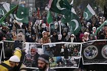 Smuteční průvod za íránského generála Kásema Solejmáního v pákistánském Islámábádu