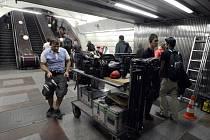 Z důvodu natáčení hollywoodského filmu Child 44 na stanici Anděl byl z pátku 23. srpna na sobotu 24. srpna zastaven provoz na lince pražského metra trasy B v úseku Smíchovské nádraží ? Florenc.