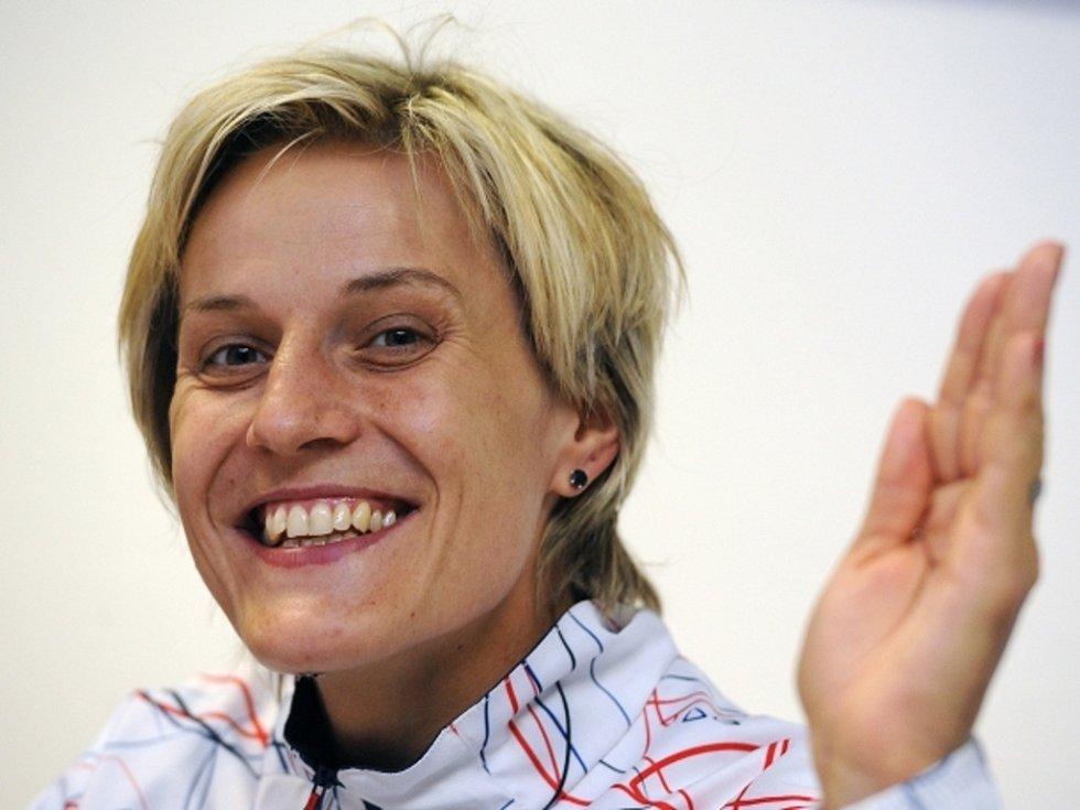 Basketbalistka Hana Horáková při odletu na olympijské hry do Londýna.