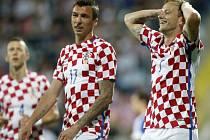 Chorvati Ivan Rakitič (vpravo) a Mario Mandzukič.