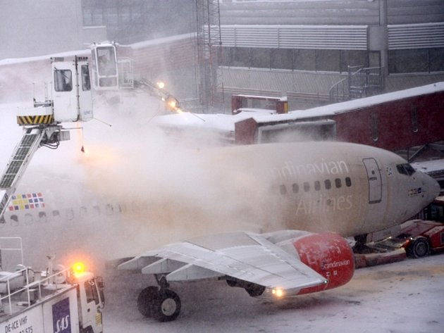 Sněhová vánice si dnes vynutila částečné uzavření hlavního švédského letiště, které se nachází na předměstí Stockholmu.