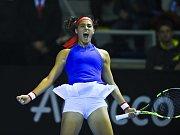 Caroline Garciaová se raduje z vítězství nad Karolínou Plíškovou.