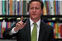 Britská vláda bude muset udělat rozsáhlé rozpočtové škrty, prohlási premiér Cameron