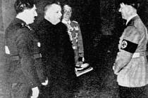 Spoluzakládal první samostatný slovenský stát, říkají zastánci Ferdinanda Ďurčanského (vlevo). Jako by zapomínali, že byl ministrem fašistického státu a nechal se fotit s Adolfem Hitlerem.