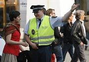 Pomůže nebo nepomůže? DENÍK zkusil, jak se policisté domluví cizí řečí.
