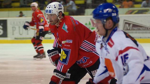 Jaromír Jágr se proti slovenskému soupeři prosadil gólem a asistencí, přesto jeho celek prohrál.