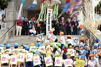 Představitelé Japonska vyjádřili radost z rozhodnutí výboru Organizace OSN pro výchovu, vědu a kulturu (UNESCO) zapsat na seznam světového dědictví 23 historických průmyslových míst.