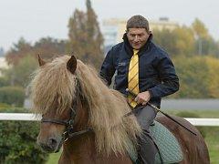 Josef Váňa na koni v civilu