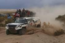 Miroslav Zapletal s vozem Hummer obsadil druhé místo v kategorii automobilů v závodě Africa Eco Race.