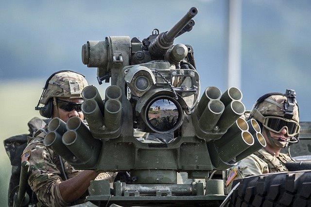 Přesun vojáků na cvičení Saber Strike