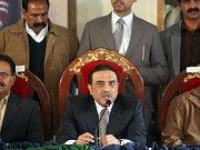 """""""Okamžité propuštění všech vězněných soudců"""" bylo prvním krokem, který v pondělí po svém potvrzení v úřadu slíbil učinit premiér Jusúf Razá Gílání z Pákistánské lidové strany (PPP), která zvítězila v únorových parlamentních volbách."""