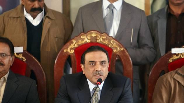 Ásif Alí Zardárí v připravované vládní koalici nechce stoupnece prezidenta Mušarafa.
