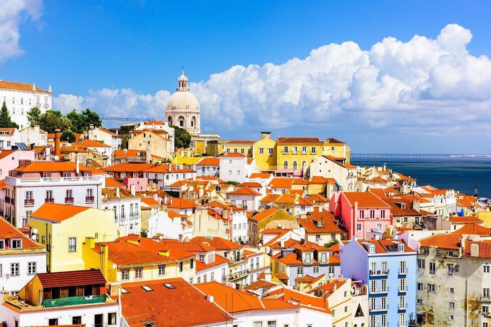 Lisabon, Portugalsko. Panorama města na Alfama.