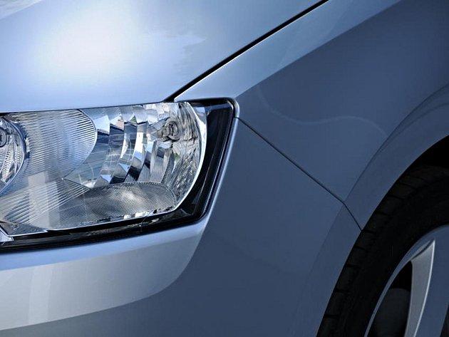 Detail předního světla nového vozu Škoda Rapid.
