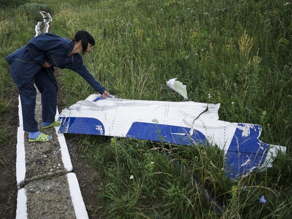 """Nizozemská prokuratura hodlá """"pečlivě prostudovat"""" seznam dvou desítek ruských vojáků, kteří se údajně podíleli na sestřelení malajsijského civilního boeingu z letu MH17 na východní Ukrajině."""