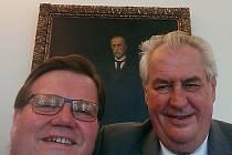 Selfie Zdeňka Škromacha s prezidentem Milošem Zemanem se šířila Facebookem.