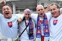 Slovenští fanoušci dorazili na Tehelné pole v bujaré náladě.
