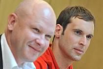 Trenér Ivan Hašek vedle Petra Čecha.