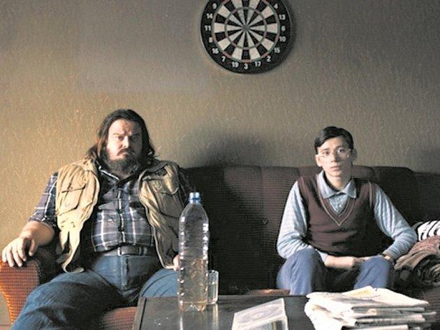 ZORAN a jeho strýc. Giuseppe Battiston a Rok Prašnikar.