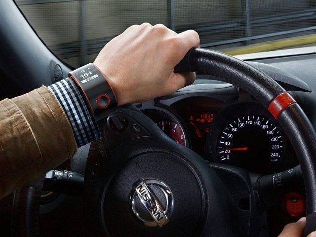 Nissan představil chytré hodinky pro řidiče.