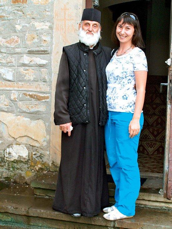 S rumunským popem z kláštera Neam.