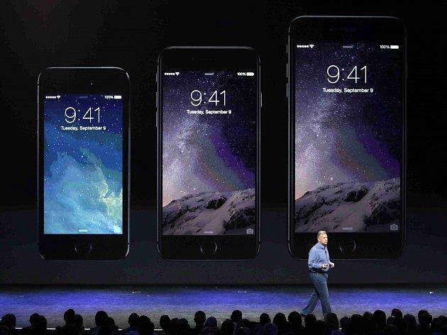 iPhone 5S v porovnání s novými typy 6 a 6 Plus.