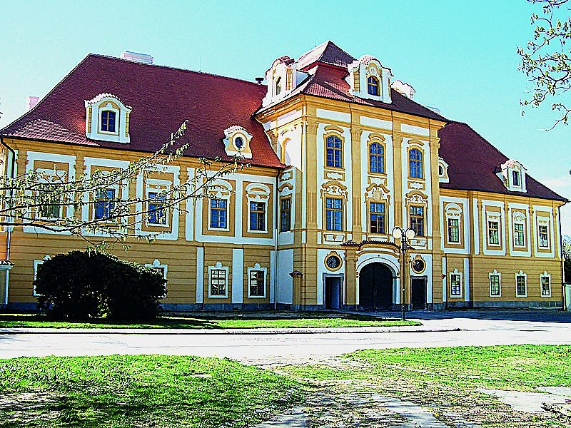 Borovanský augustiniánský klášter založil roku 1455 Petr zLindy apoté spadal pod správu Rožmberků.