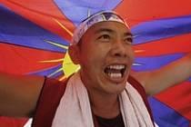 """""""Krvavá olympiáda,"""" křičeli Tibeťané během demonstrace v indickém hlavním městě Dillí"""