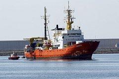 Loď Aquarius, jež v neděli dorazila do Španělska.