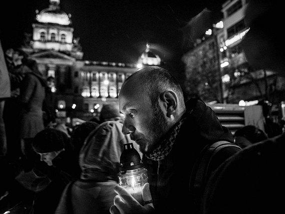 Na pražském magistrátě byly 15. října vyhlášeny výsledky 18. ročníku soutěže Czech Press Photo 2012. Vítězem se stal reportér týdeníku Respekt Milan Jaroš (na snímku) se svou fotografií Rozloučení s Václavem Havlem.