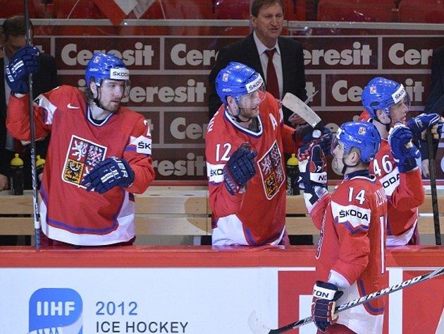 Čeští hokejisté (zleva) Lukáš Kašpar, Jiří Novotný, Tomáš Plekanec a David Krejčí se radují z gólu na mistrovství světa.