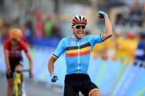 Greg van Avermaet se raduje z olympijského zlata.