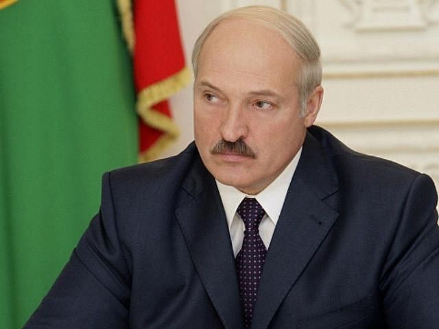 """Běloruský prezident Alexandr Lukašenko ve čtvrtek 16. prosince 2010 varoval zahraniční pozorovatele nedělních prezidentských voleb před """"vměšováním"""" do volebního procesu a obvinil monitorovací mise, že se v Bělorusku chovají """"jako doma""""."""
