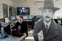 Američtí vědci poprvé zachytili takzvané gravitační vlny, jejichž existenci před sto lety předpověděl Albert Einstein.