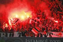 Příznivci Šachtaru Doněck vytvořili na stadionu opravdu pekelnou atmosféru.