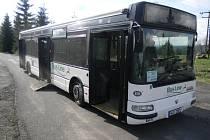 Během letních měsíců křižuje Český ráj celkem 7 různých linek turistických autobusů s možností přepravy jízdních kol - cyklobusů.