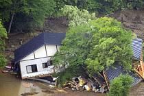 Japonsko je místem častých zemětřesení. Snímek je z živelní katastrofy, která tuto zemi postihla letos na jaře
