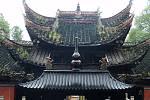 Starý chrám v čínském národním parku Čang-ťia-ťie