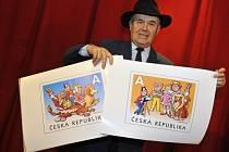 Výtvarník Jaroslav Němeček představil 13. listopadu v Praze české poštovní známky s motivy z českého filmu Čtyřlístek ve službách krále.