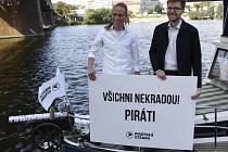 Ivan Bartoš a Jakub Michálek z Pirátské strany (Piráti)