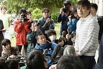 Takajuki Tanuka před novináři.