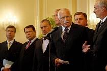 Prezident Václav Klaus na tiskové konferenci po jednání s politickými špičkami.