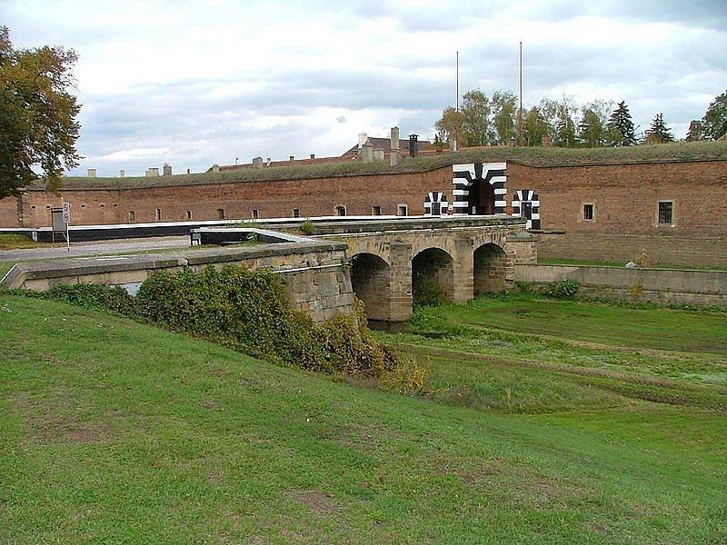 Město Terezín založil na konci osmnáctého století Josef II., dnes je však známé především jako bývalý internační tábor židovského obyvatelstva za druhé světové války. Předtím město sloužilo jako pevnost a vězení.