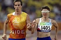 Slepá atletka Miroslava Sedláčková v běhu na 800 metrů.