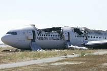 Boeing 777 po havárii na letišti v San Francisku.