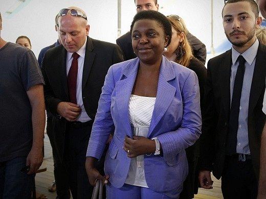 Ministryně Cecile Kyengeová (uprostřed)