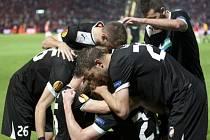 Fotbalisté Plzně se radují z gólu proti Hapoelu Tel Aviv.