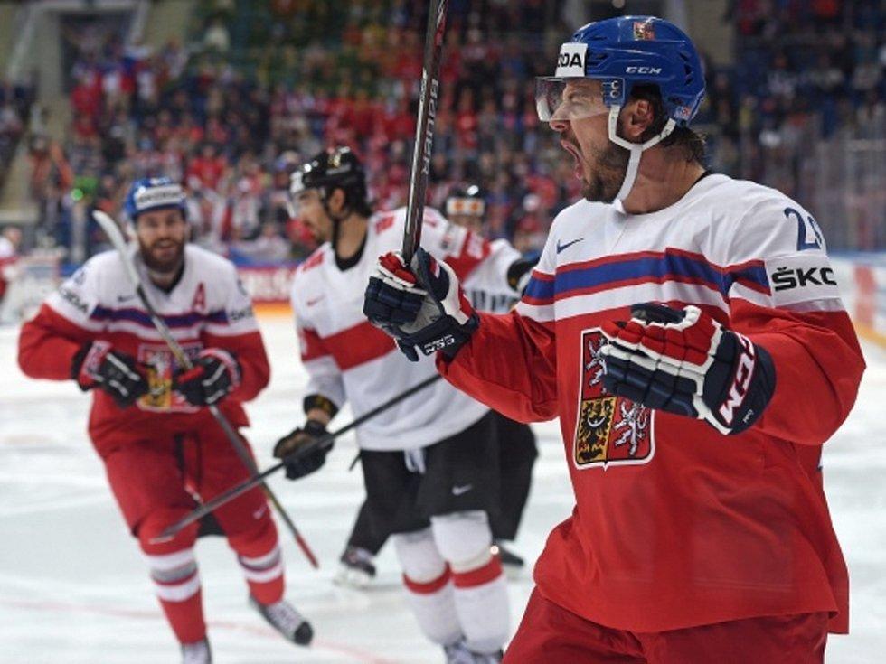 Martin Zaťovič se raduje z gólu proti Švýcarsku.